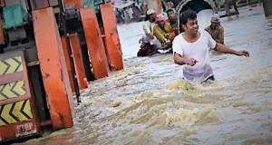 ctg-flood-www.jatirkhantha.com.bd.11