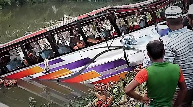 Chandina-bus-www.jatirkhantha.com.bd